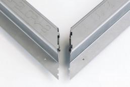 Incastri e assemblaggio profilo in metallo piegato 4